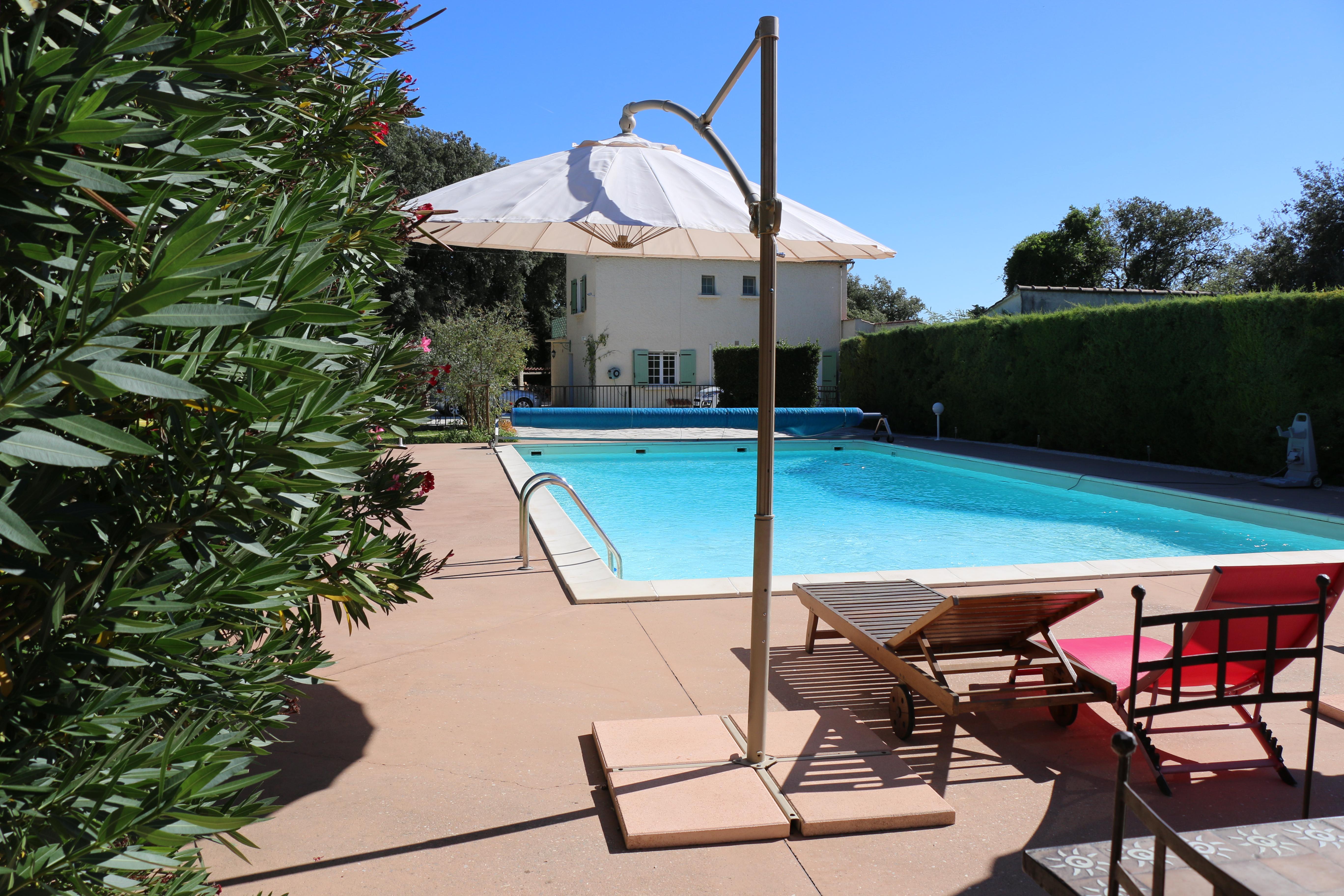 Villa avec jardin de 3000 m2 et piscine