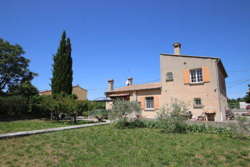 house with garden holidays