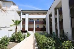 Avignon : T2 climatisé terrasse proche Université/Prefecture