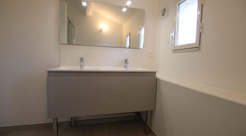 Velleron maison de village vasque double