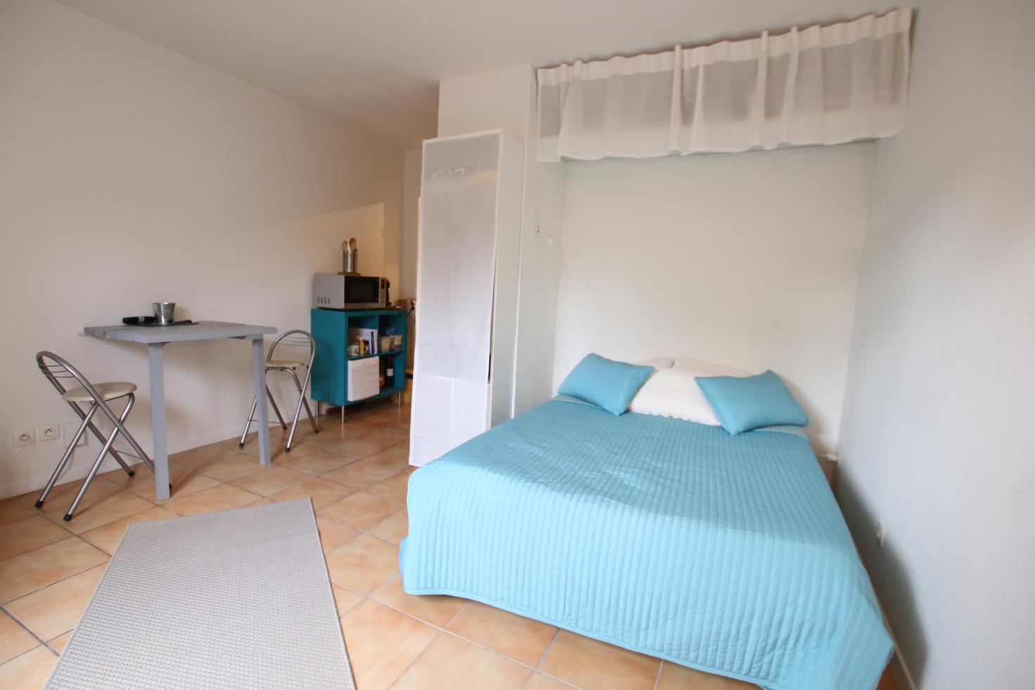 Avignon studio avec terrasse et parking