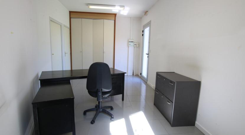 Bureau 1 avec placard