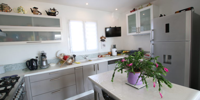 Caromb villa cuisine