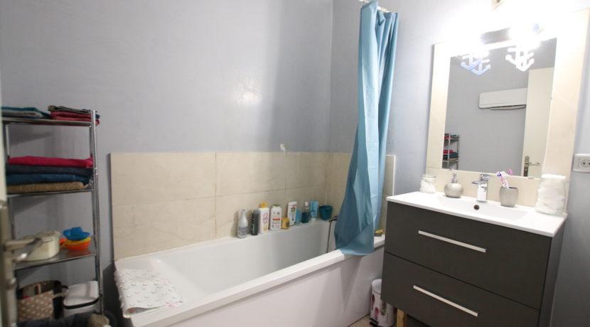 Carpentras T3 avec jardin salle de bain