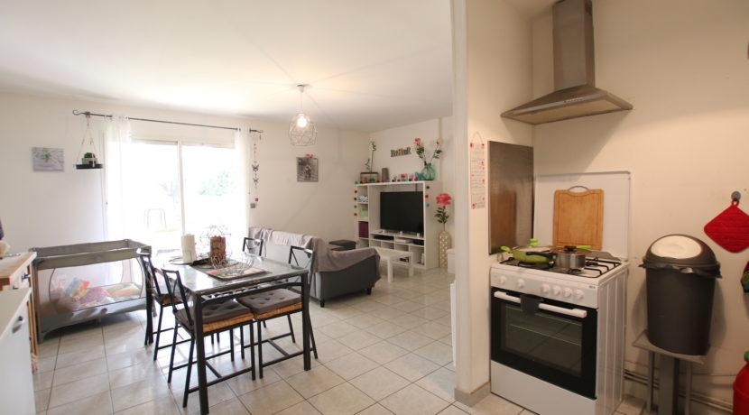 Carpentras T3 avec jardin vue depuis cuisine