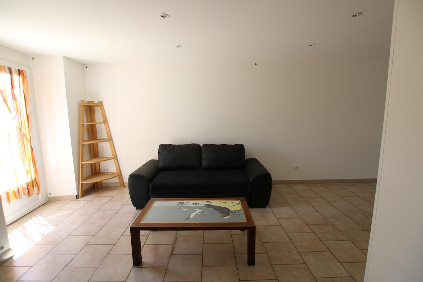 Malemort du Comtat T2 meublé salon