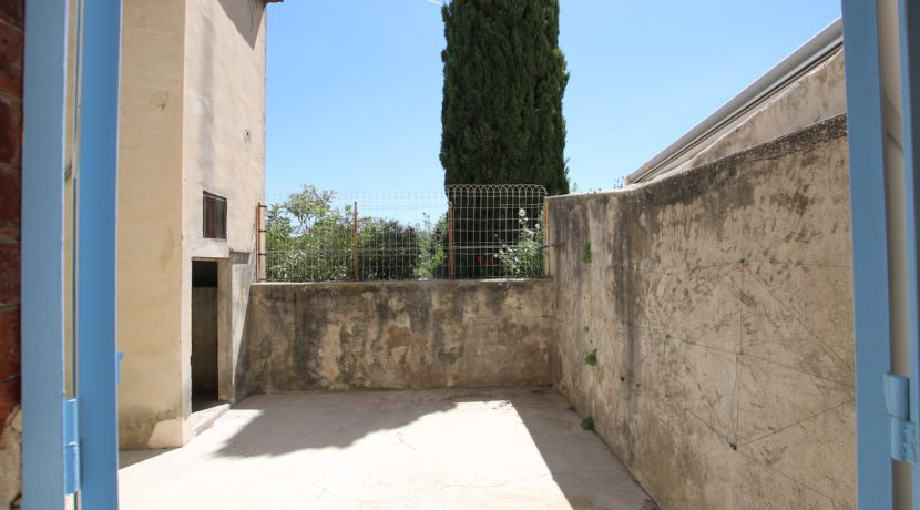 Malemort du Comtat T2 meublé vue terrasse