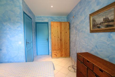 Malaucene maison chambre 3 portes copie