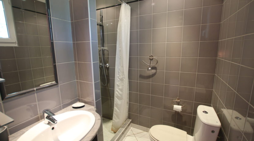 Malaucene maison chambre salle d'eau copie