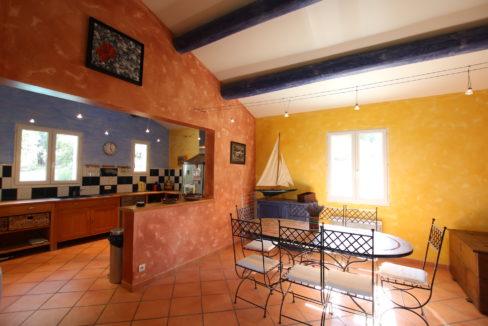Malaucene maison salle à manger cuisine copie