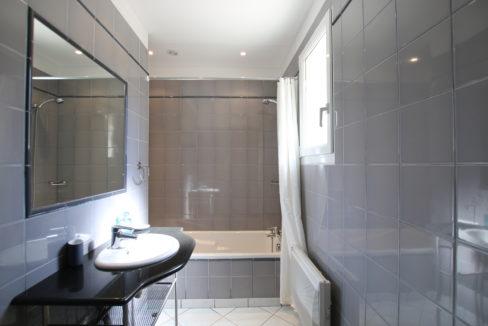 Malaucene maison salle de bain copie
