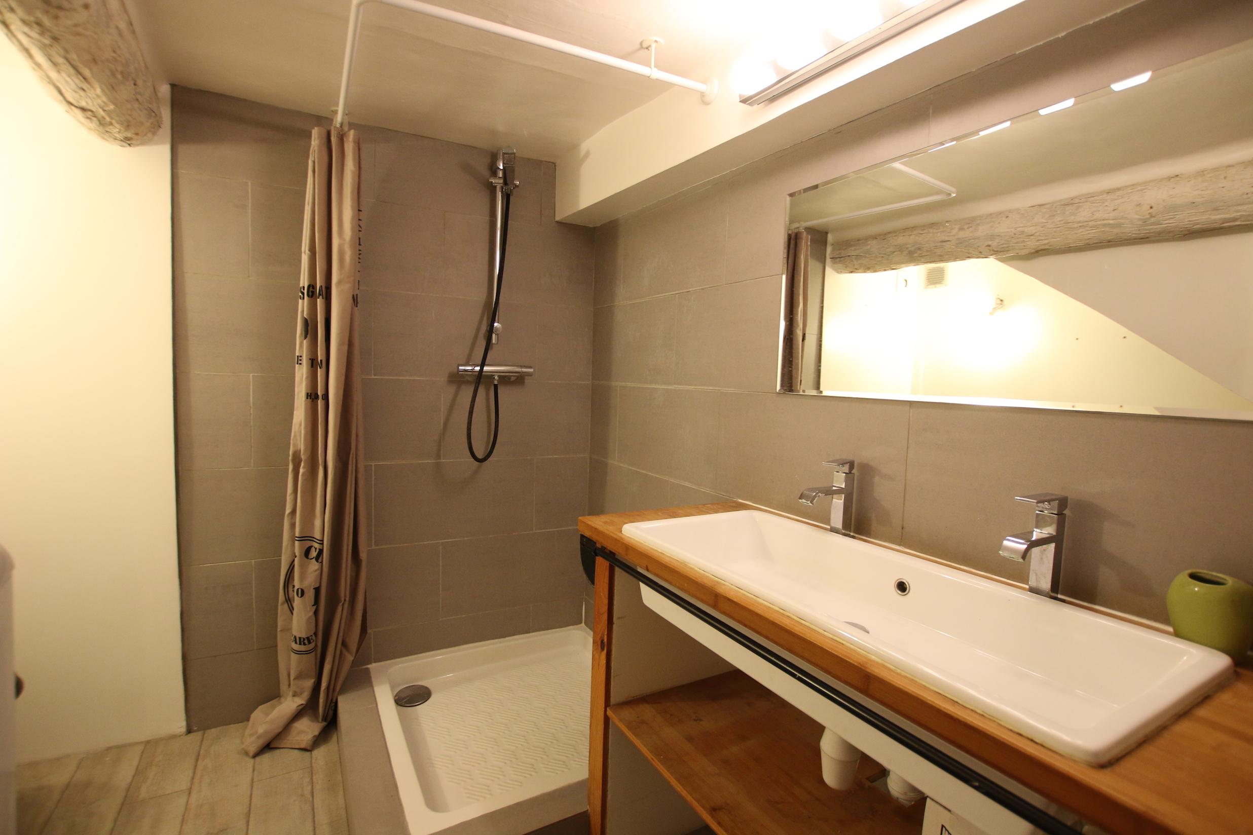 Mallemort maison de village douche lavabo