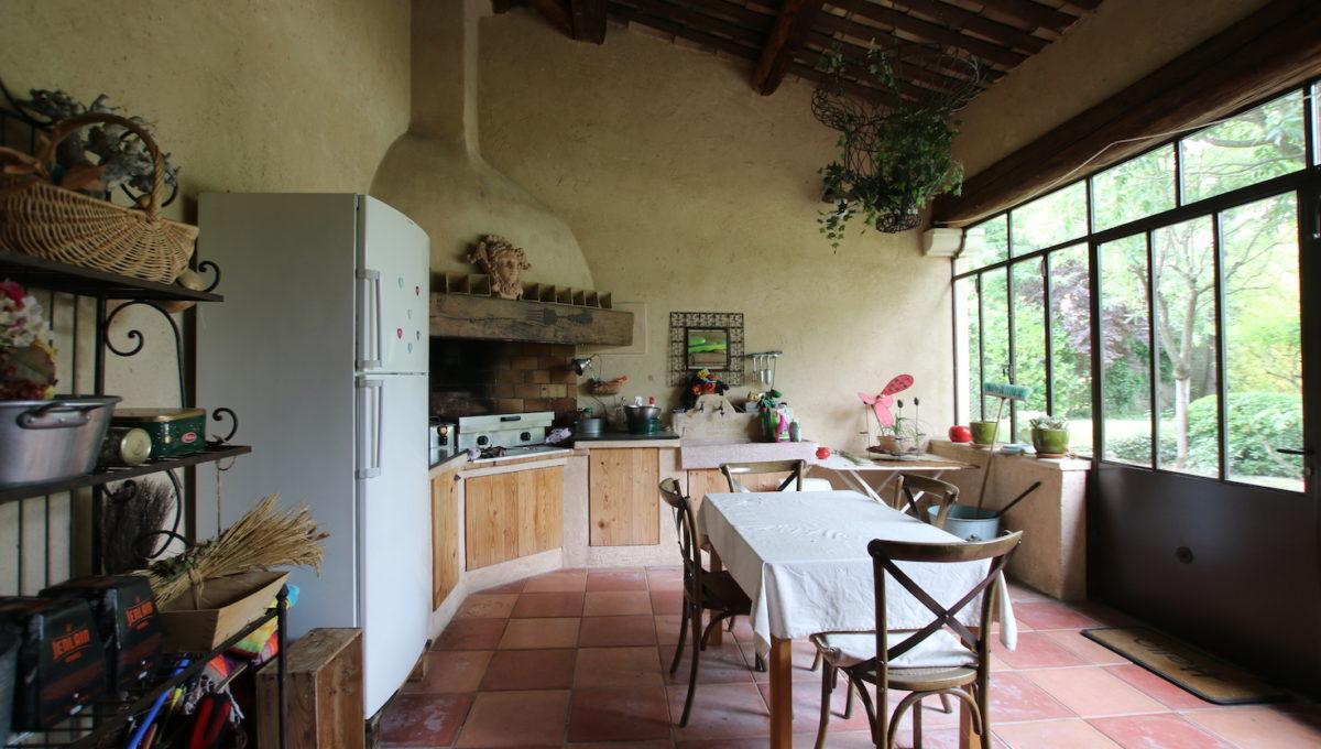 Carpentras demeure de charme cuisine d'été