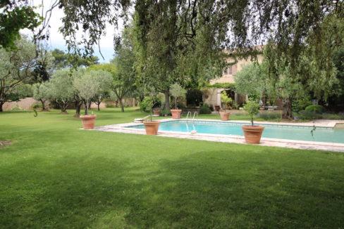 Carpentras demeure de charme jardin arboré