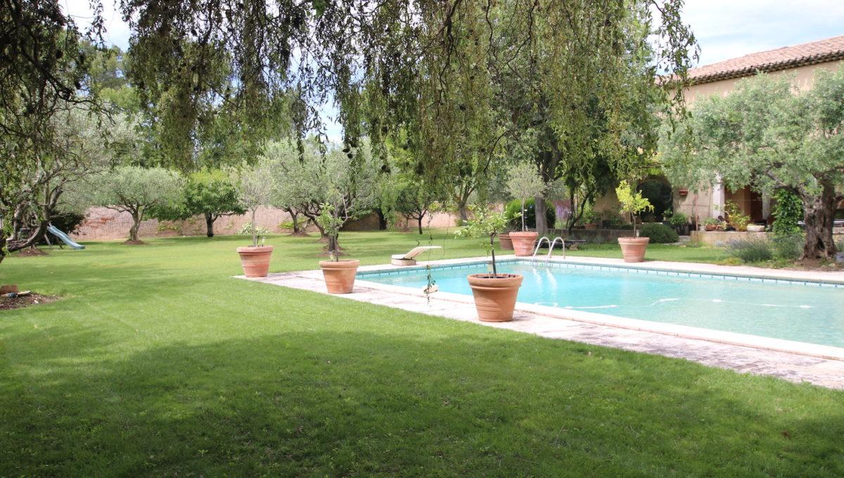 Carpentras demeure de charme jardin paysagé