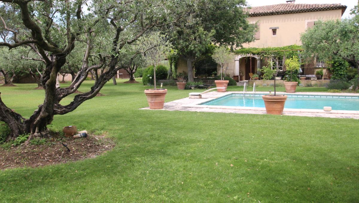 Carpentras demeure de charme jardin piscine