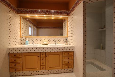 Carpentras demeure de charme salle de bain baignoire douche