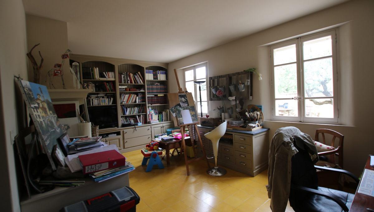 Carpentras demeure de charme salon bibliotheque