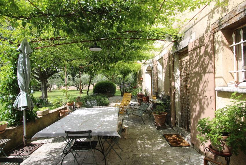 Carpentras demeure de charme terrasse glycine