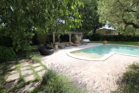 Carpentras demeure de charme vue pool house