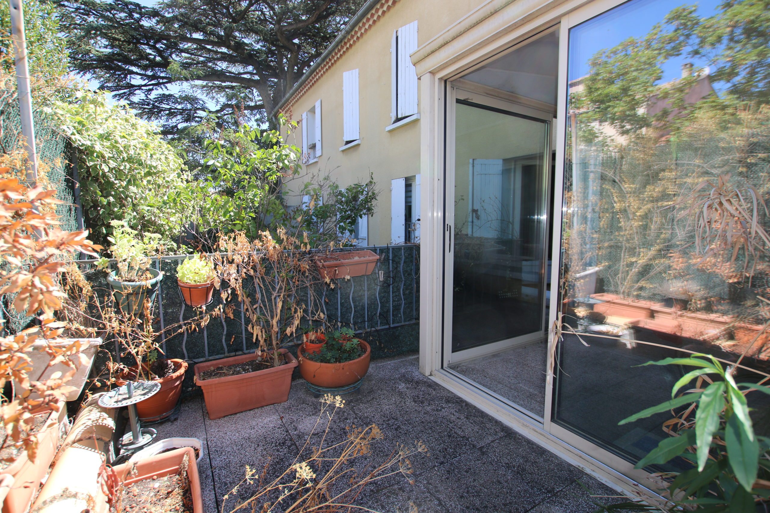 Carpentras : appartement avec terrasse et parking