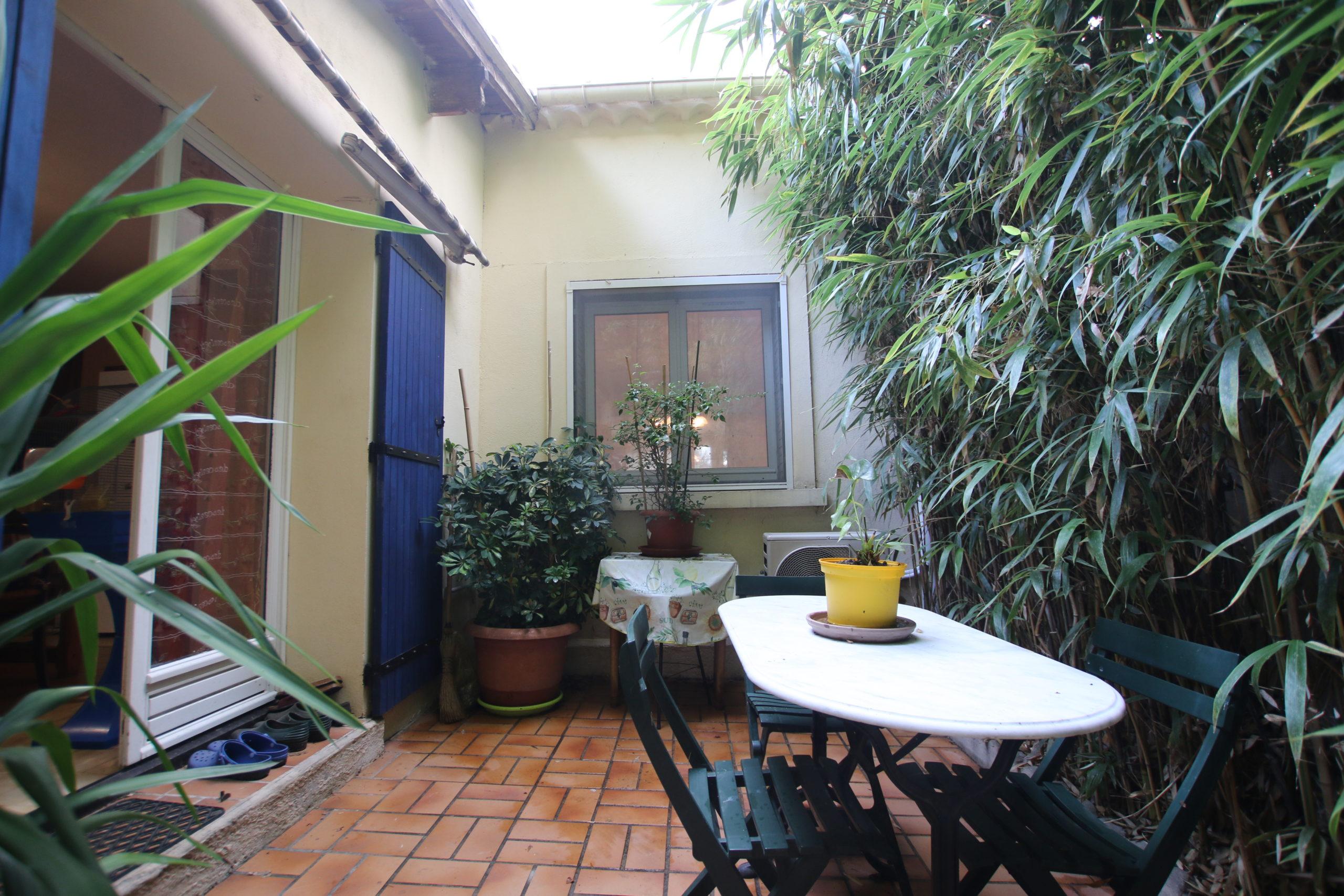 Carpentras : maison avec jardin et garage
