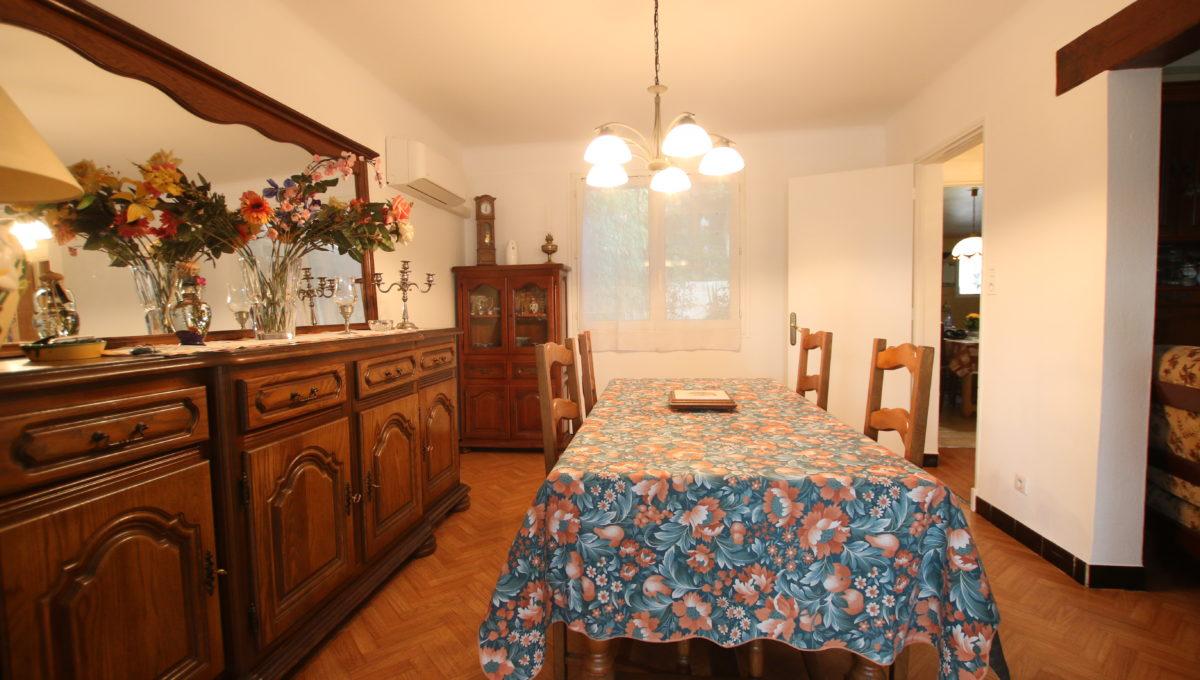 Carpentras maison avec jardin salle à manger bis