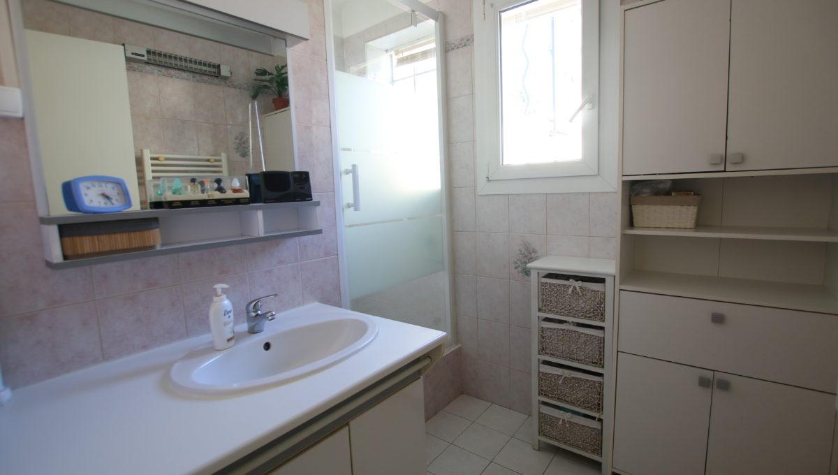 Carpentras maison avec jardin salle d'eau