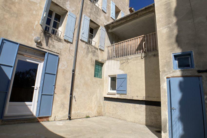 Malemort du Comtat maison façade cour