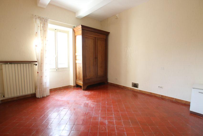 Carpentras maison avec jardin et deux garages chambre suite