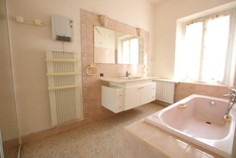 Carpentras maison avec jardin et deux garages salle de bain suite