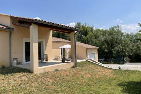 Mormoiron villa terrasse couverte