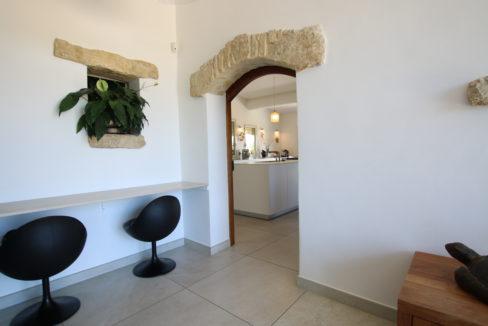 La Roque sur Pernes propriété avec vue hall cuisine