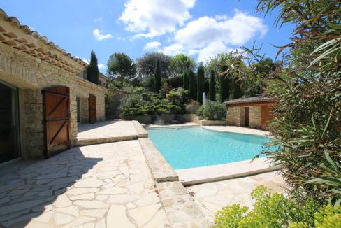 La Roque sur Pernes propriété avec vue piscine