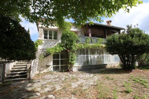 Mormoiron maison avec jardin exterieur