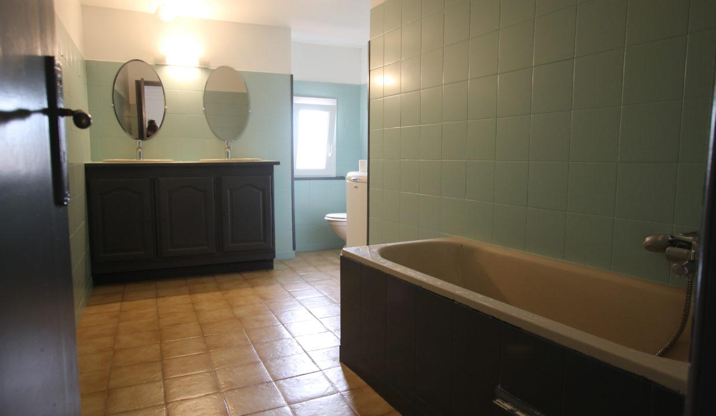 Vedene maison de village salle de bain